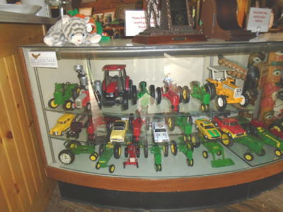 CURVED SHOWCASE TRACTORS
