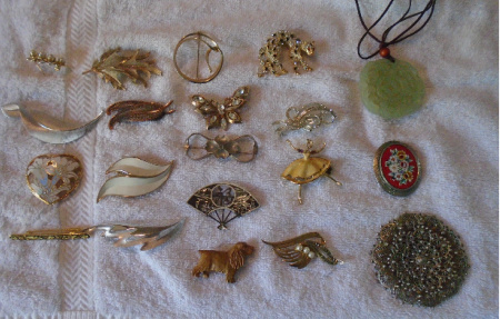 #39 COSTUME BROACHES