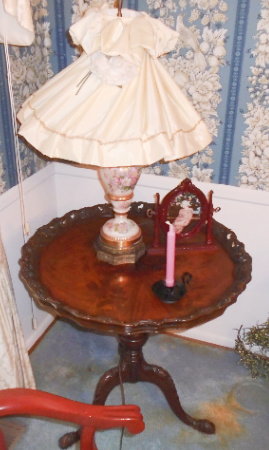 MAHOGANY TABLE & LAMP