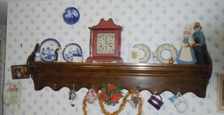 PINE WAll SHELF THREE MOUNTAINEERS CLOCK